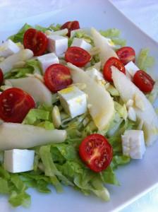 insalata con primo sale pere e mandorle