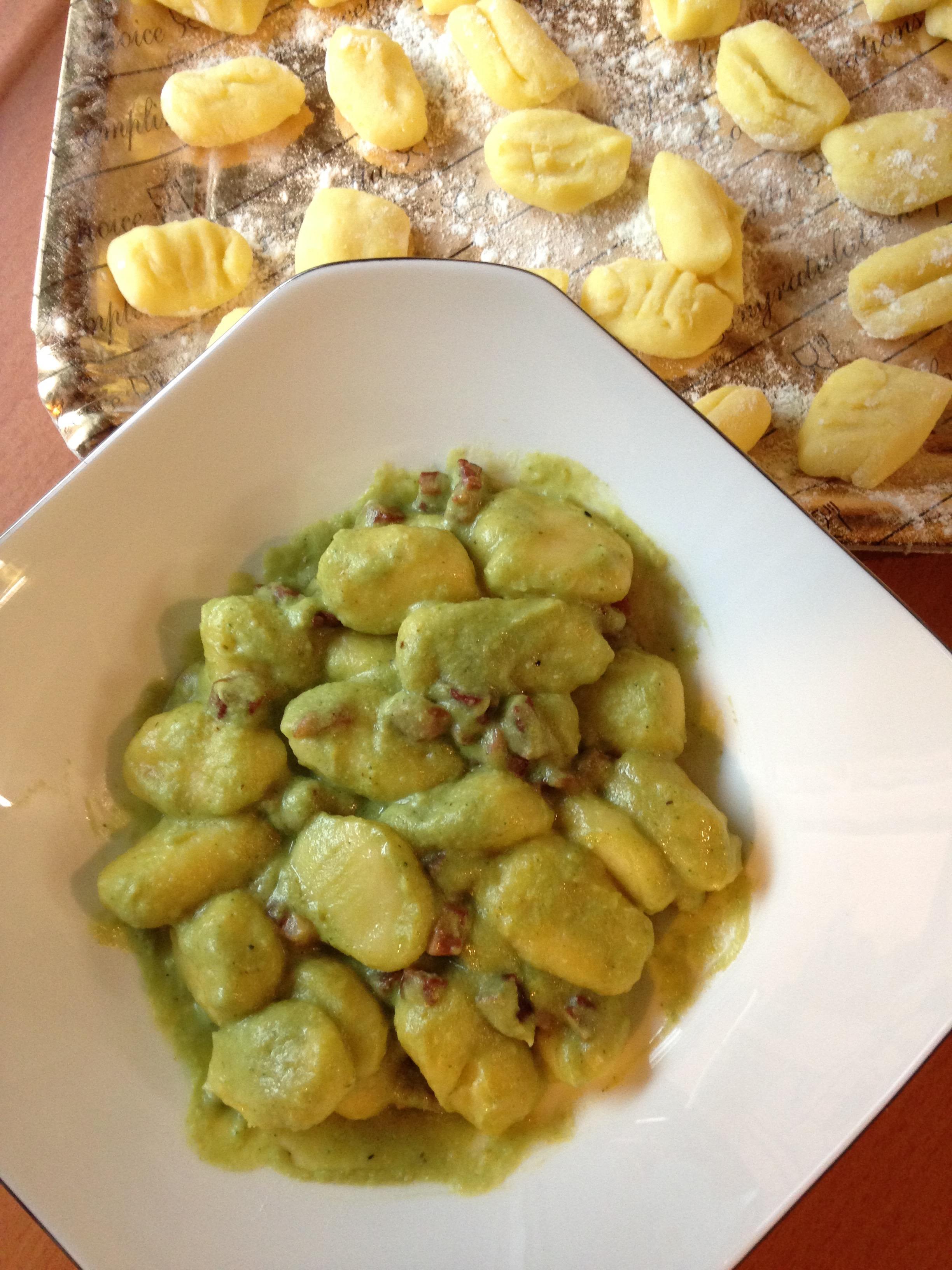Super Gnocchi di patate al pesto di broccoli e pancetta croccante – Mi  TE14